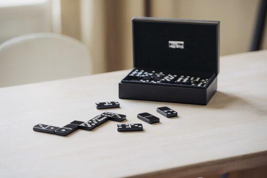 between domino and poker